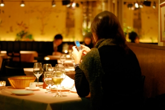 woman-dines-alone-in-omotesando-1280x