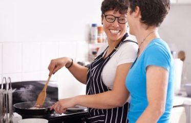 kitchen-lesbians
